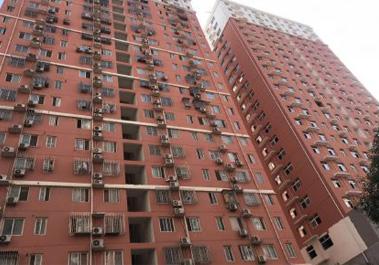 【文博公寓1号楼】实拍郑州市家庭供暖明装暖气片安装现场